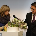 Magdalena Lötzer in Interview mit Moderator Alexander Limbrock